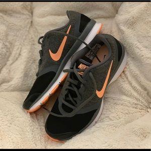 Women's Nike shoes!